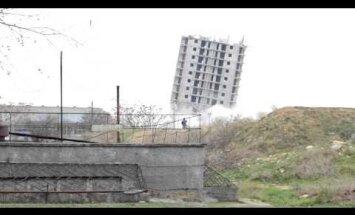 Video: Maskavas spridzināšanas kompānijai Sevastopolē neizdodas 'nogāzt' 16 stāvu ēku
