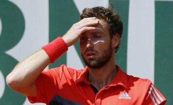 Gulbis zaudē 'French Open' otrajā kārtā; rangā būs pamatīgs kritums