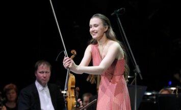 Noskaties! Latviešu vijolniece neapmulst, ja koncertā plīst instrumenta stīga