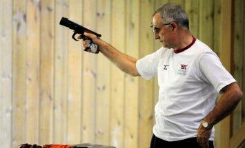 Kuzmins priekšpēdējais ātršaušanā; krievam Kļimovam jauns pasaules rekords