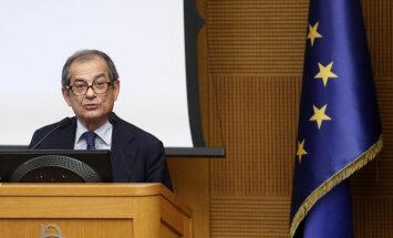 Itālijas ekonomikas ministrs mierina pret ES naidīgos populistus parlamentā