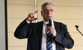 Lielais augstskolu skaits Latvijā ir absurds, vērtē Šadurskis