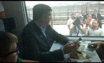Поезд с Михаилом Саакашвили не доехал до Украины