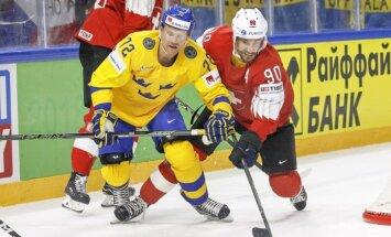 Šveices hokeja izlases aizsargs Jozi PČ finālā spēlējis ar lauztu roku
