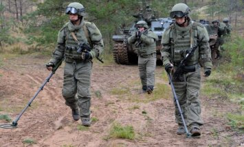 Baltkrievijā novērot manevrus 'Zapad' ieradušies septiņu valstu pārstāvji