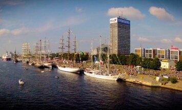Graciozie 'The Tall Ships Races 2013' buru kuģi no putna lidojuma