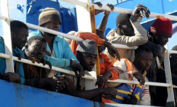 FT: Италия пригрозила закрыть свои порты для перевозящих мигрантов судов
