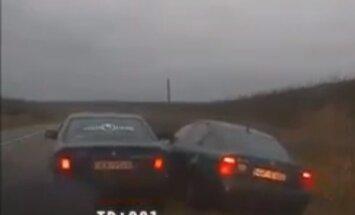 Pakaļdzīšanās Dobeles novadā: Policija sāk pārbaudi par BMW vadītāja rīcību