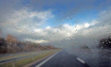 Tuvākajā diennaktī visā Latvijā pamatīgi līs