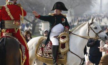 Foto: Napoleons atgriežas Parīzē; gatavojas Vaterlo kaujas atcerei