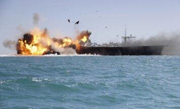 Irāna parāda, kā iznīcināt ASV aviācijas bāzes kuģi – uzskatāmi uzspridzina butaforiju