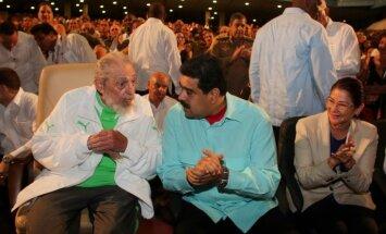 Foto: Fidels Kastro parādās sabiedrībā savā 90. dzimšanas dienā