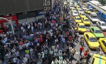 Tirgotāji Teherānā protestē pret Irānas valūtas sabrukumu