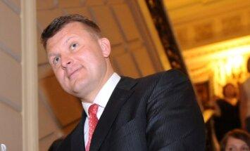 Pret Šleseru par atteikšanos atbildēt uz jautājumiem izmeklēšanas komisijā kriminālprocesu nesāk