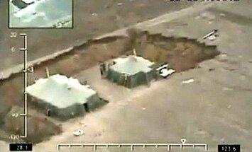 Video: Krievu karavīri 'rokas zemē' pie svarīga Krimas lielceļa
