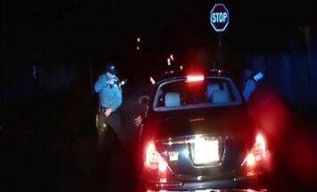 Video fiksēts, kā ASV policisti nošauj melnādaino
