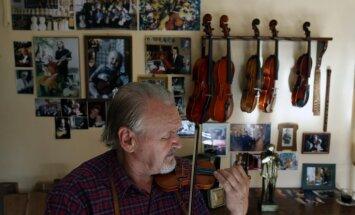 Foto: 100% roku darbs no paaudzes paaudzē – ar mīlestību radītas vijoles