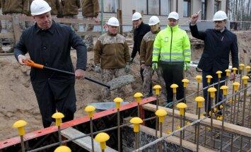 Foto: Sāk Speciālo uzdevumu vienības kazarmas būvniecību