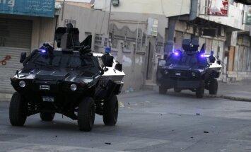 Bahreina izraida sešus amerikāņus par piedalīšanos demonstrācijās