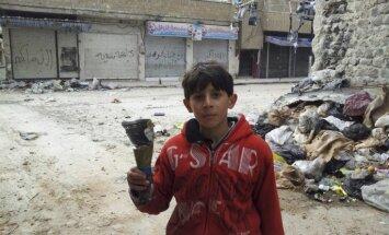 No Sīrijas Homsas pilsētas evakuē ievainotos, sievietes un bērnus