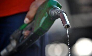 Degvielas tirgotāji samazina degvielas cenu par diviem centiem litrā