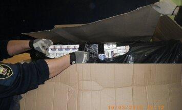 VID liedz valstī ievest zāģmateriālos paslēptus 3,66 miljonus kontrabandas cigarešu