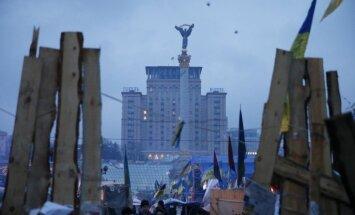Aizliedz protestus Kijevas centrā; ASV apsver sankciju ieviešanu