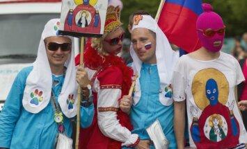 Krievijas tiesa patur apcietinājumā 'Pussy Riot' dalībnieces
