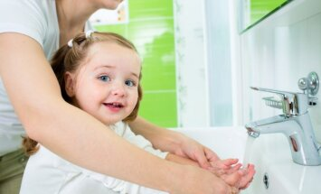 Jaunāko klašu skolēnus izglītos par roku mazgāšanas svarīgo nozīmi