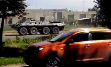 Video: Ukrainas austrumos turpina pārvietoties iespaidīgas separātistu militārās tehnikas kolonnas