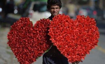 Pakistānā aizliedz 'nepiedienīgās' Valentīndienas svinības