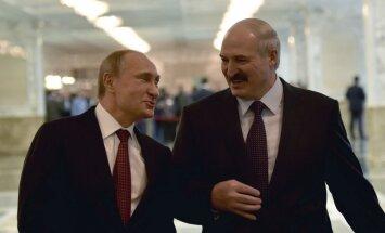 Лукашенко при встрече перепутал Путина с Медведевым