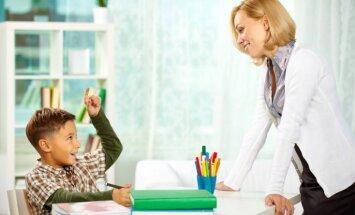 Pieci iemesli, kāpēc vecākiem nevajag iesaistīties mājasdarbu pildīšanā kopā ar bērnu