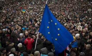 ES izstrādājusi trīs sankciju variantus, ja Krievija izjauks vēlēšanas Ukrainā