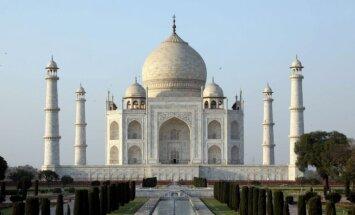 Indijas Tadžmahals maina krāsu – tiesa liek valdībai rīkoties