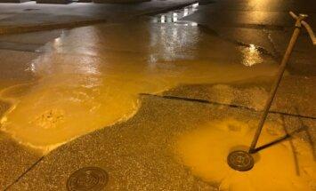 Ūdensvada avārijas dēļ ierobežota satiksme Cēsu un Mēness ielas krustojumā