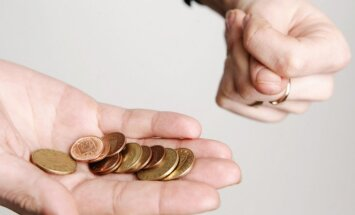 Kredītpieteikumam tērēju astoņus mēnešus un tūkstoš latu, taču vienalga atteica?! (ar 'SEB banka' komentāru)
