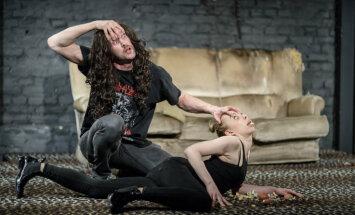 Foto: 'Dirty Deal Teatro' tapis bestiārijs 'Zvērīgā mīla'