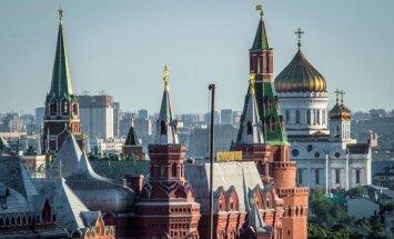 Krievija aizsargās savas intereses tirdzniecības karā, brīdina Kremlis