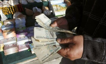 Valūtas maiņas punkti rubļus iepērk ar lielu cenas rezervi