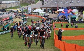 Foto: Kalnu riteņbraucēji noskaidro ātrākos Ventspilī