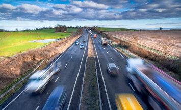 Pa galvenajiem ceļiem autovadītāji sākuši braukt lēnāk