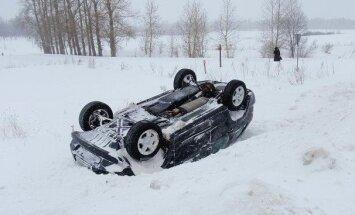 Latvijā auto avārijās visbiežāk iekuļas ārvalstnieki no tuvējām kaimiņvalstīm