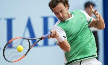 Gulbis Gštādes ATP turnīra ceturtdaļfinālā otrajā setā uzvar itāli Fonjīni