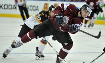 Latvijas hokeja izlasei pievienojies Roberts Lipsbergs