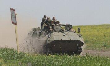Pie Ukrainas robežas novēro masīvu Krievijas spēku koncentrēšanos; tehnikai noņemti numuri, karavīriem uzšuves