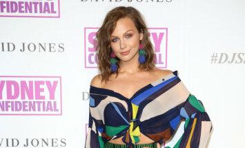 Smalkais stils vai bezgaumība: austrāliešu modele izbrīna ar caurspīdīgiem brunčiem