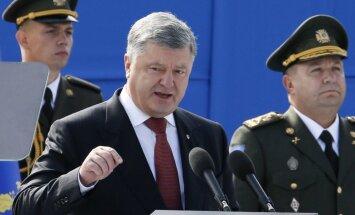 Porošenko parlamentā iesniedzis konstitūcijas grozījumus par Ukrainas integrāciju ES un NATO