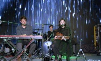 Foto: 'Nouvelle Vague' dziedātājai 'Latvijas Mājā' uz skatuves pievienojas 'Instrumenti'