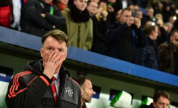 Manchester United s Dutch manager Louis van Gaal